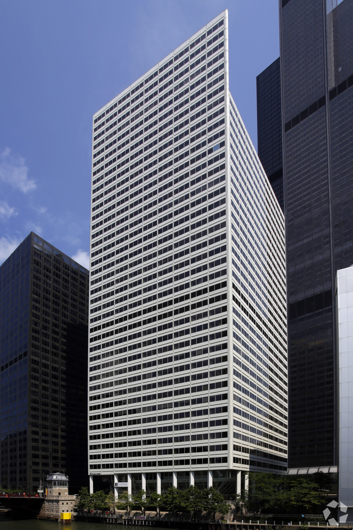 200 S Wacker Building photo
