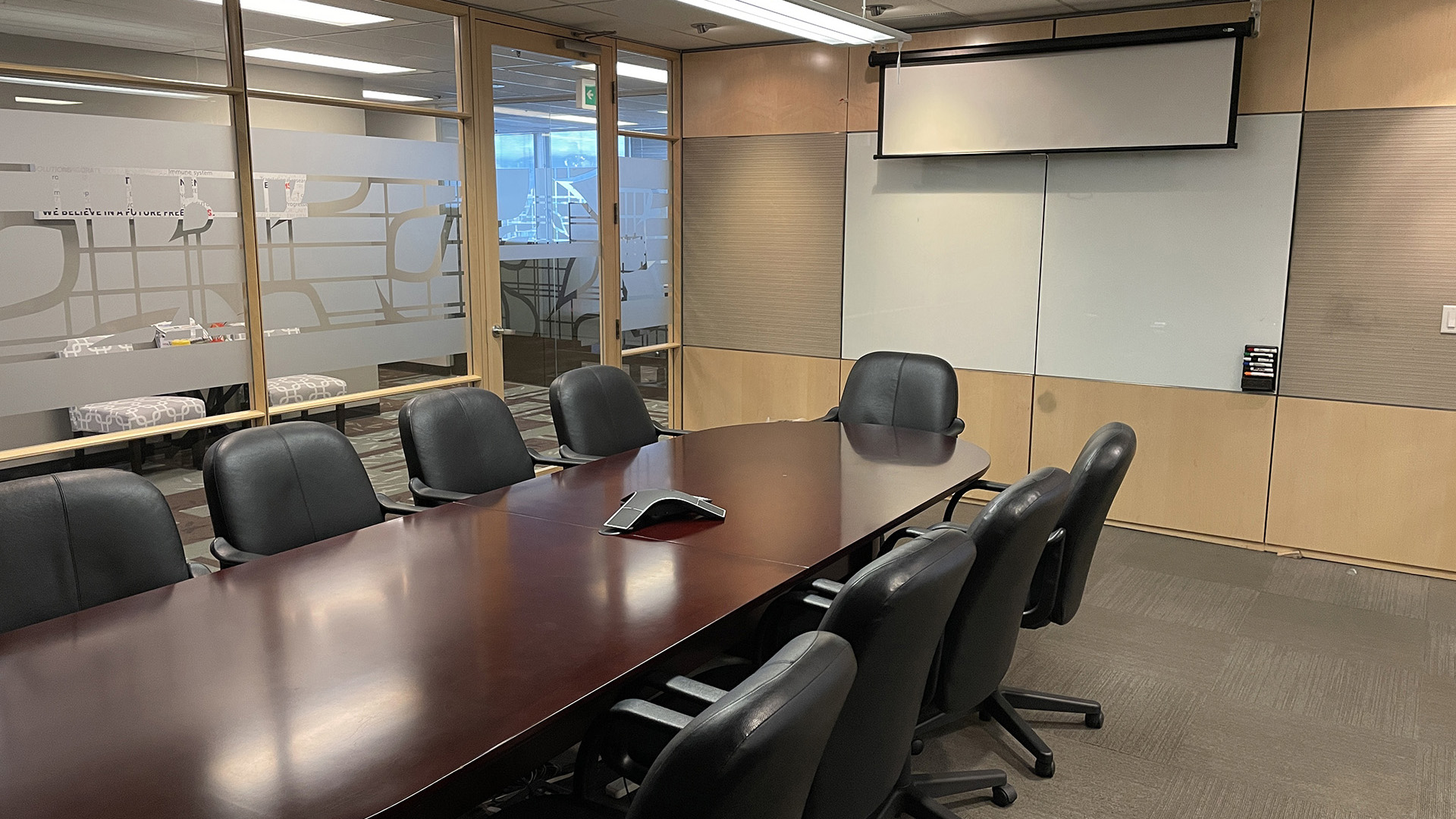 4720 Kingsway - conference room