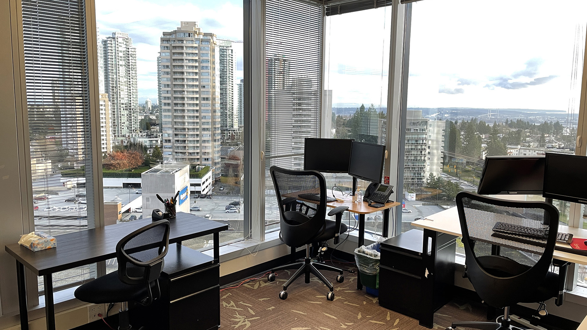 4720 Kingsway - multi person office
